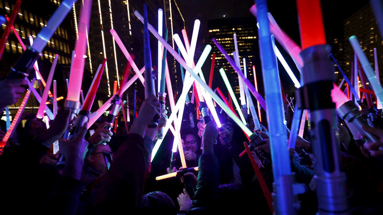Lightsaber wars: Force Awakens fans hope to smash record for mass battle (VIDEOS)