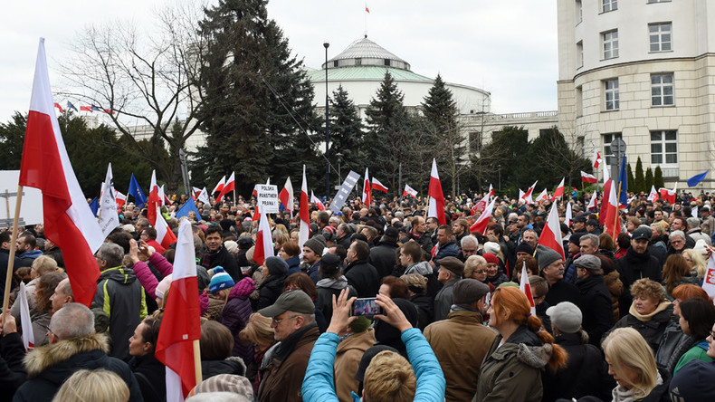 Anti-govt rallies draw thousands across Poland (PHOTOS, VIDEO)