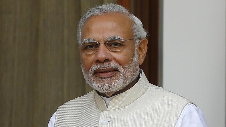 India's Modi comes to Russia - with love