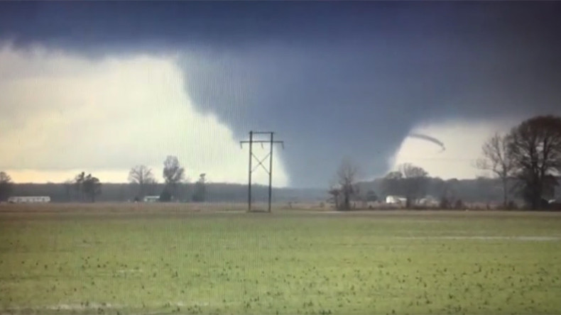 'Large & extremely dangerous:' 14 dead after 21 tornadoes sweep through South, Midwest