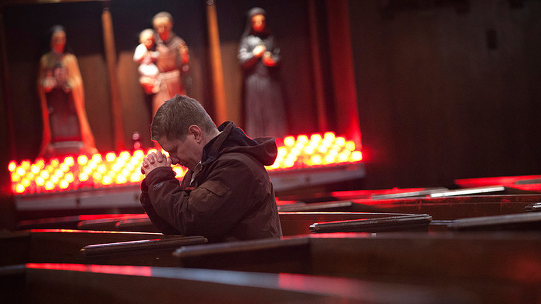 US Christians decrease 5 percent in 7 yrs - poll