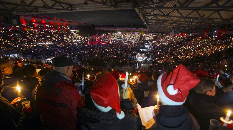 30,000 football fans sing Christmas carols in Berlin (VIDEO)