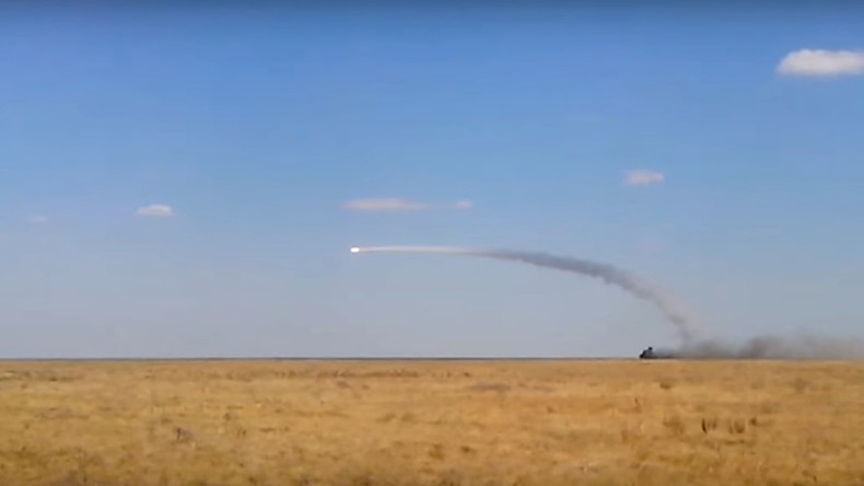 Mighty missiles: Russian Tor-M2U SAM fires from moving launcher (RARE VIDEO)
