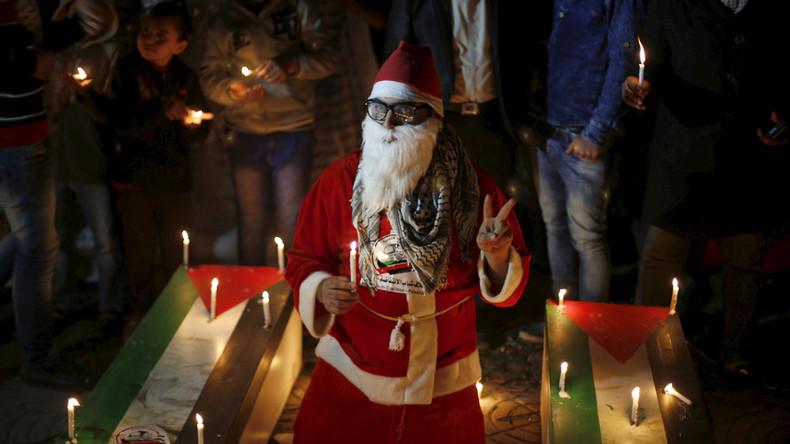 Santa lights Tree of Martyrs in Gaza (VIDEO)