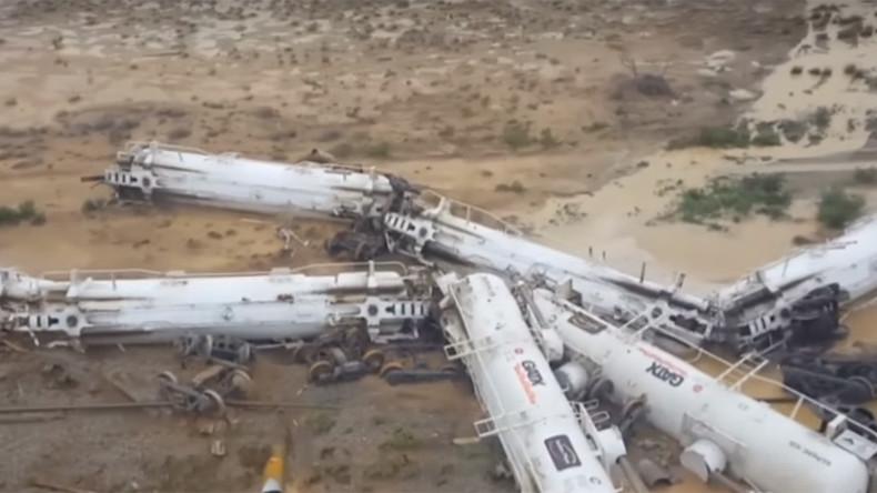 Train with 200,000 liters of sulphuric acid derails in Australia (PHOTOS)