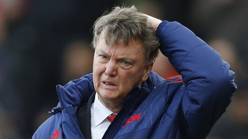 Louis van Gaal about to fold after United embarrassed at Stoke