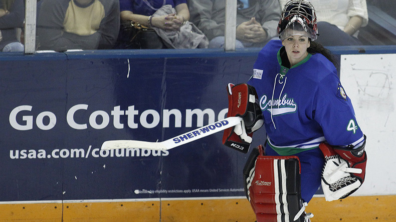Shannon Szabados becomes 1st woman to post shutout in men's pro hockey