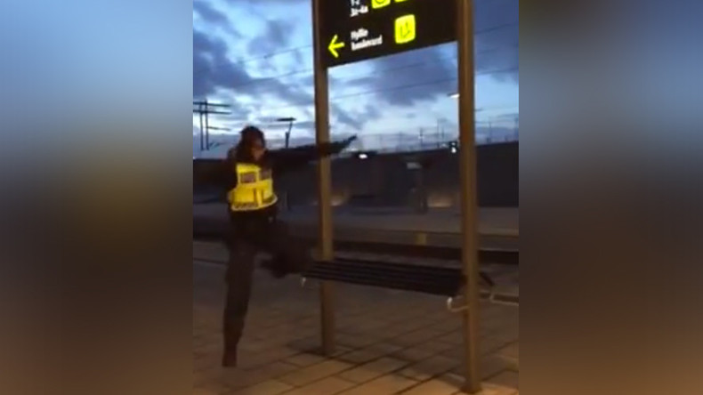 Parkour patrol: Swedish police keep warm on train station (VIDEO)