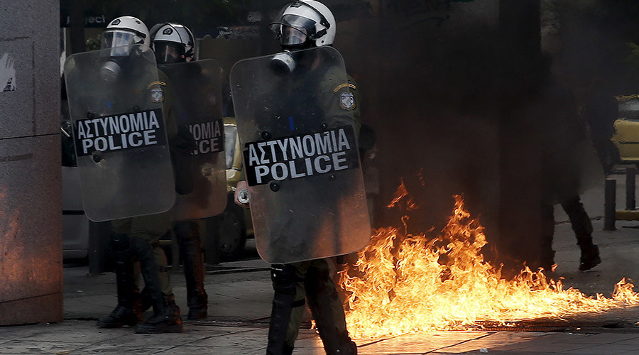 Firebombs in Athens as Greeks protest EU-imposed pension reforms (VIDEO)