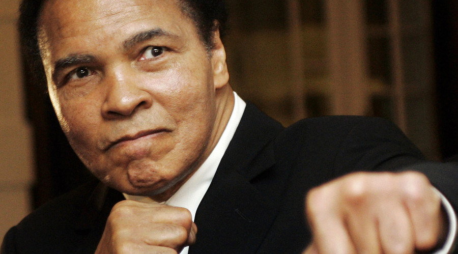 Muhammad Ali takes swing at Trump, calls ISIS 'misguided murderers'