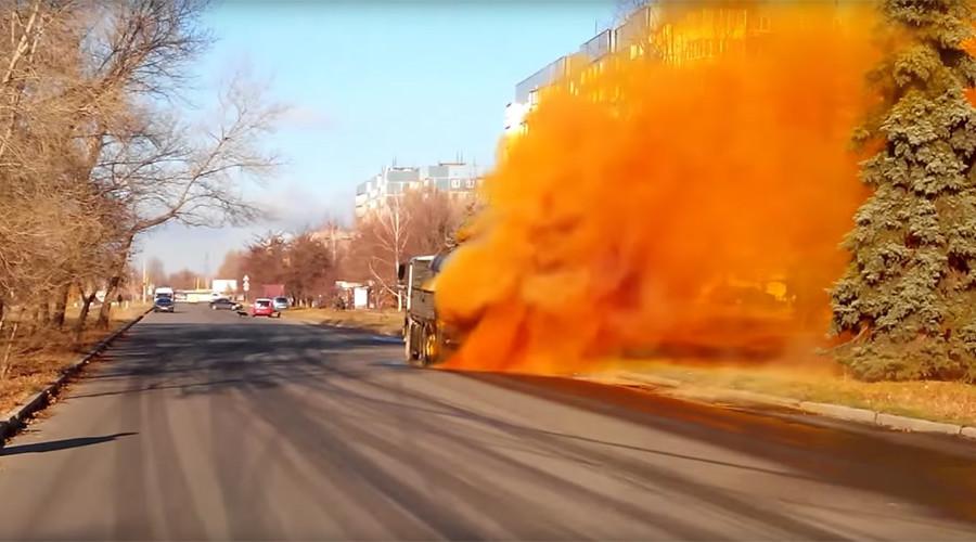Chemical tanker truck bursts, spews nauseous orange fumes near playground (VIDEO)