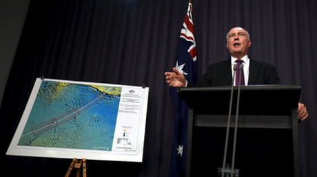 Australia's Deputy Prime Minister Warren Truss speaks during a media conference next to a map displaying the search area for missing Malaysia Airlines Flight MH370 at Parliament House in Canberra, Australia, December 3, 2015. © Lukas Coch / AAP