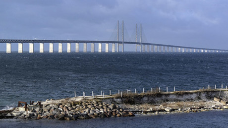 Sweden mulls shutting bridge to Denmark amid refugee crisis