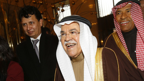 Saudi Arabian Oil Minister Ali al-Naimi (C) arrives at his hotel ahead of a meeting of OPEC oil ministers in Vienna, Austria, December 1, 2015. © Heinz-Peter Bader