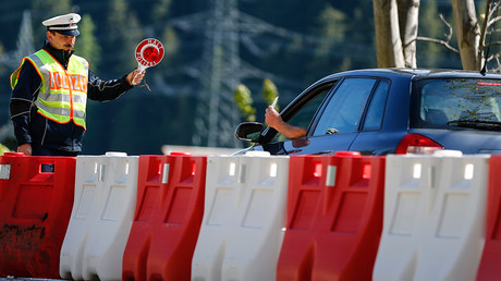 A policeman stops cars at the German-Austrian border near Mittenwald, southern Germany © Michael Dalder