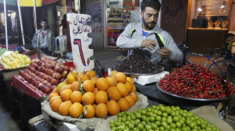A street vendor sells fruits in Aleppo's Bustan al-Qasr neighbourhood. © Jalal Al-Mamo
