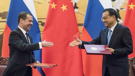 Chinese Premier Li Keqiang (R) shakes hand with Russian Prime Minister Dmitry Medvedev during a signature ceremony at the Great Hall of the People in Beijing, December 17, 2015. © Fred Dufour