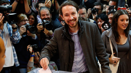 Podemos (We Can) party leader Pablo Iglesias casts his vote in Spain's general election in Madrid, Spain, December 20, 2015 © Andrea Comas