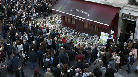 People gather outside Le Carillon restaurant, one of the attack sites in Paris, November 15, 2015. © Benoit Tessier