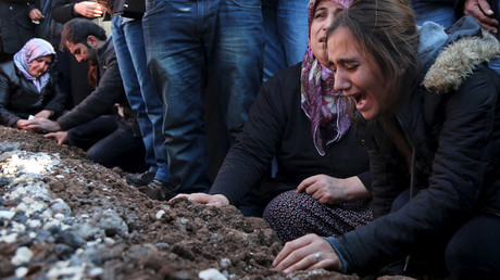 Relatives of Siyar Salman mourn over his grave during a funeral ceremony in the Kurdish dominated southeastern city of Diyarbakir, Turkey © Sertac Kayar