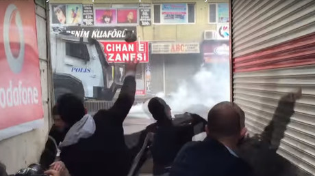Turkish police use tear gas, water cannon against Kurdish protesters (PHOTOS, VIDEOS)