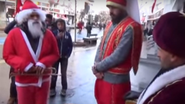 Santa 'converts' to Islam after 'altercation' with Ottoman soldiers (VIDEO)