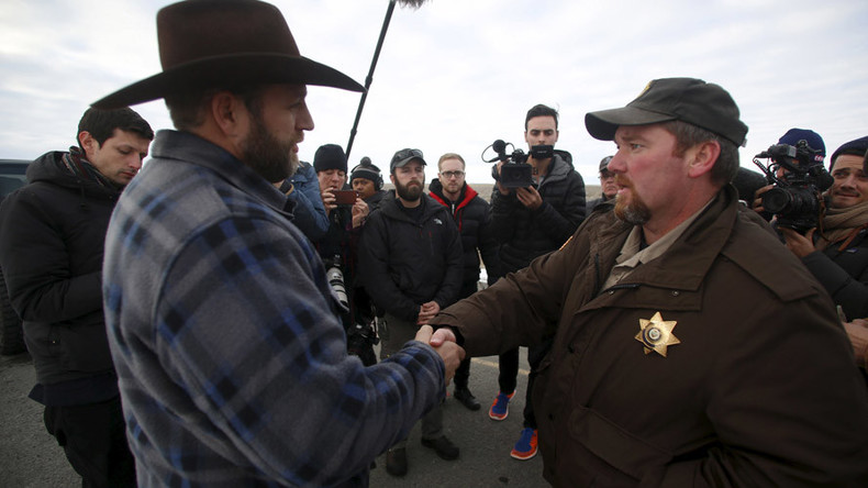 Leader of armed Oregon militia rejects county sheriff offer to end standoff