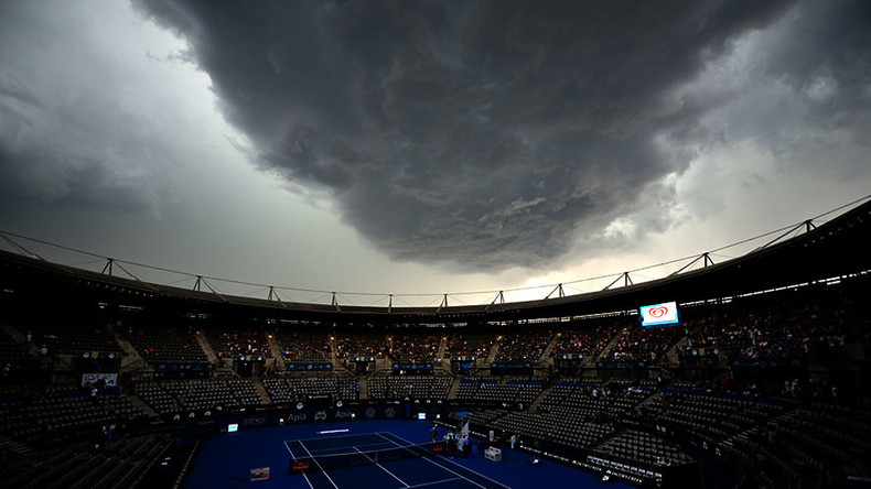 'Independence Day' cloud:  Storm engulfs Sydney landmarks