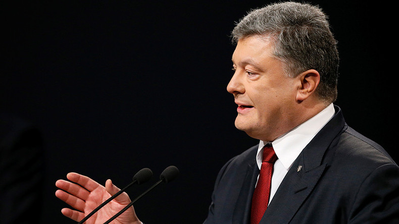 Poroshenko admits to coordinating actions of radicals maintaining Crimea blockade