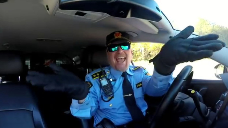 Please don't stop the music: Cop loves dancing to Rihanna (VIDEO)