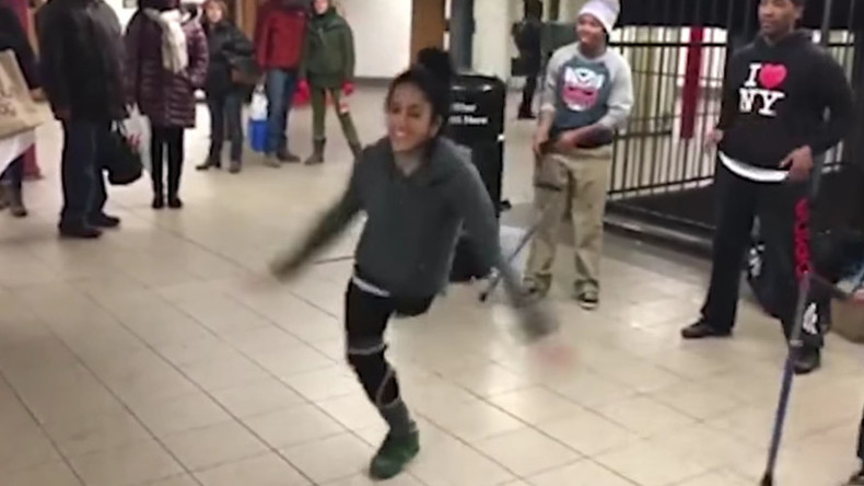 One-legged breakdancer amazes subway crowd (VIDEO)