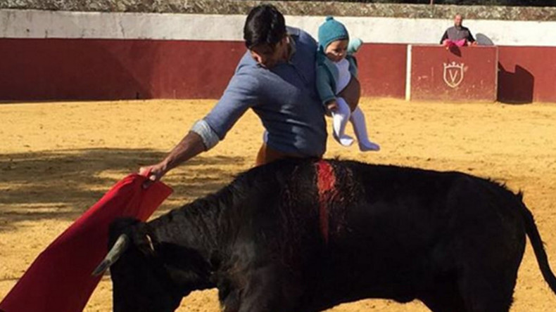 Matador fights bull while clutching 5-month old daughter, internet vents fury