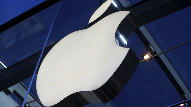 Apple blames ruble for sales drop