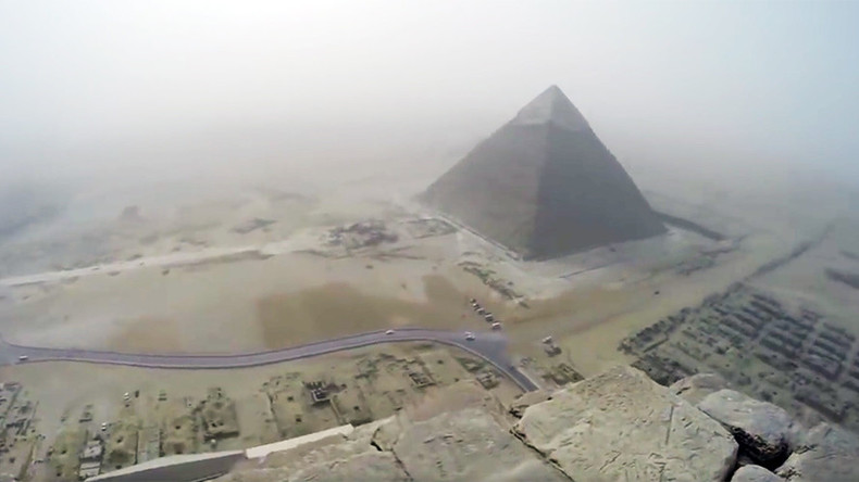Pyramid scheme: German teenager climbs ancient Giza landmark – and films the whole thing (VIDEO)