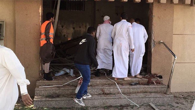 At least 4 killed in Shiite mosque bomb & gun attack in Saudi Arabia