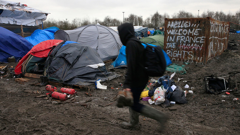 Amnesty: 'UK must allow refugees with family into country'
