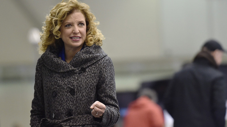Clinton bias accusations chase top Democrat Wasserman Schultz