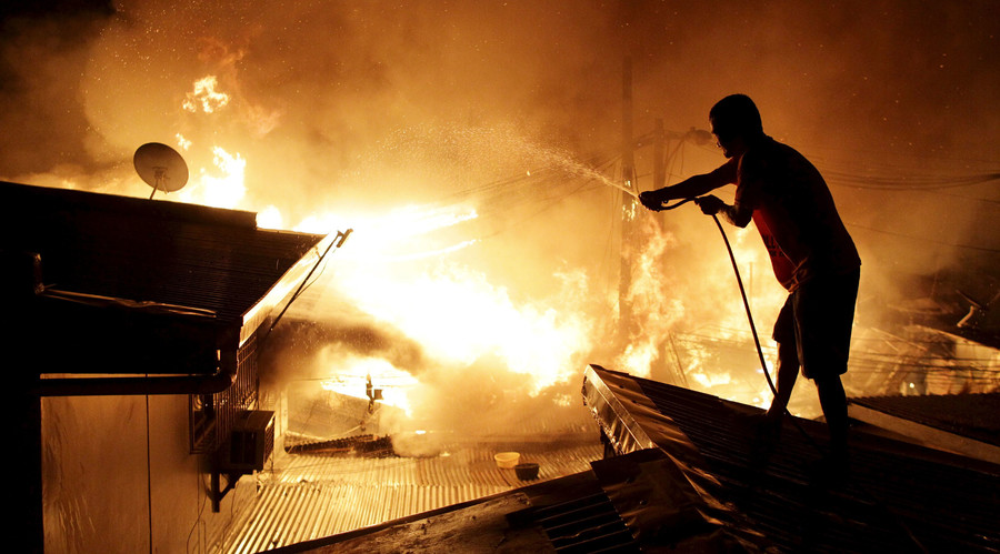 How not to New Year: 380 injured by fireworks in Philippines, 800 cars torched in France