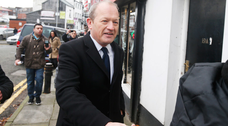 Sexting scandal: Simon Danczuk MP rejects calls to quit as protesters lay siege to his office