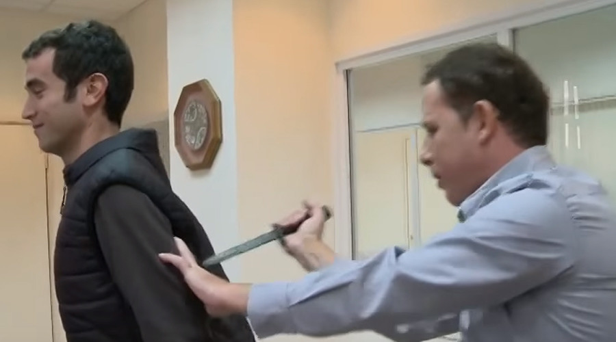 Israeli TV reporter stabbed & injured in knife-proof vest trial (VIDEO)