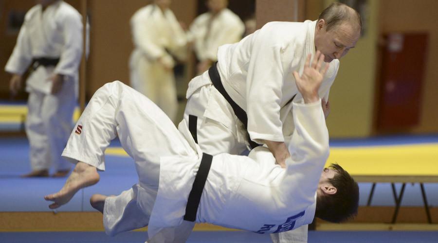 Putin puts judo skills to the test in Sochi (VIDEO)