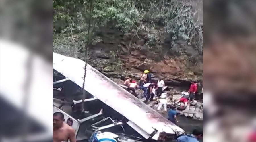 20 bus passengers dead in Mexico bridge plunge (VIDEO)