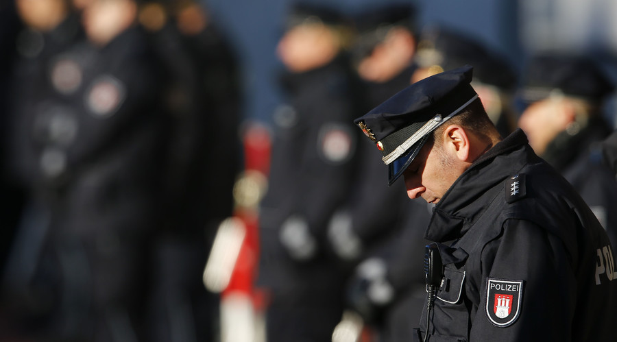 Germans trust cops more than bankers & media, New Year survey finds