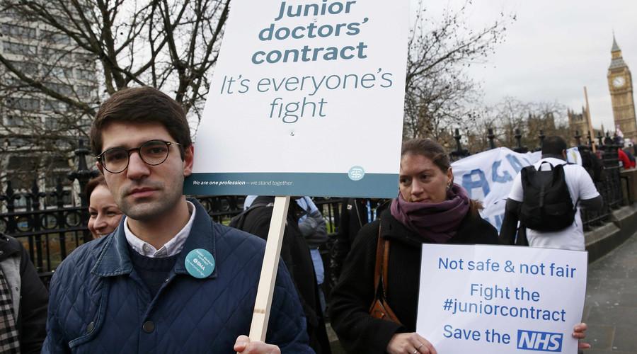 #JuniorDoctorStrike: 'Contract proposals will kill the NHS,' London medics tell RT