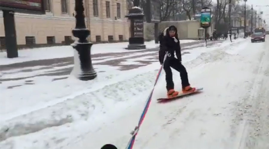 Hitchin' a ride: Snowboarder pulled by car shows off tricks in icy St. Petersburg (VIDEO)