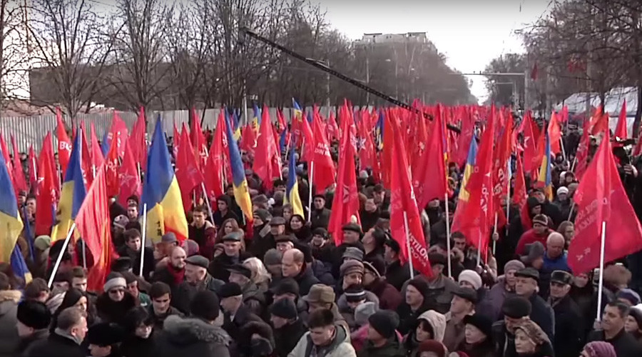 Over 15,000 march for 7 hours in Moldova demanding snap election (VIDEO)