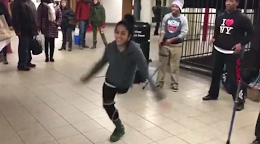 One-legged breakdancer amazes subway crowd (VIDEO)