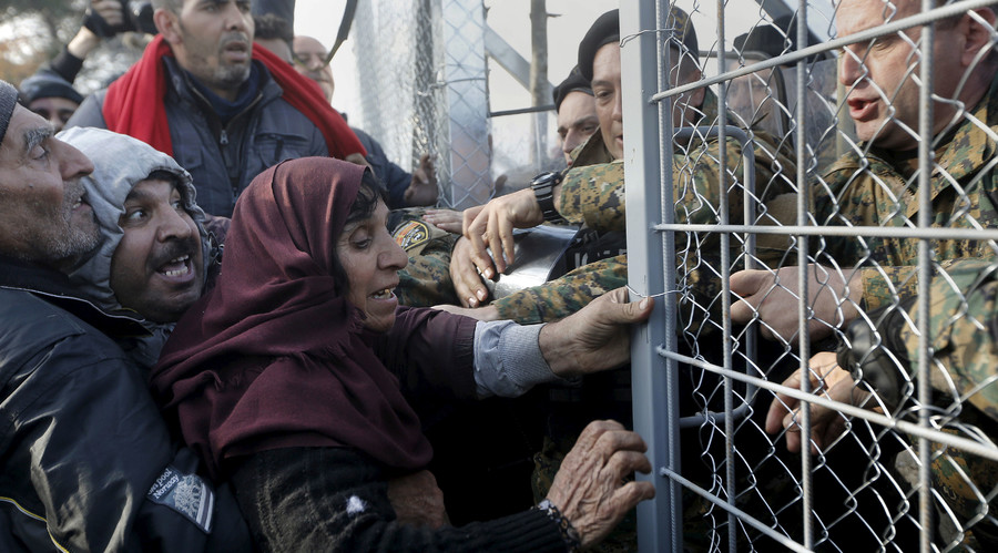 Macedonia closes border with Greece to migrants - report