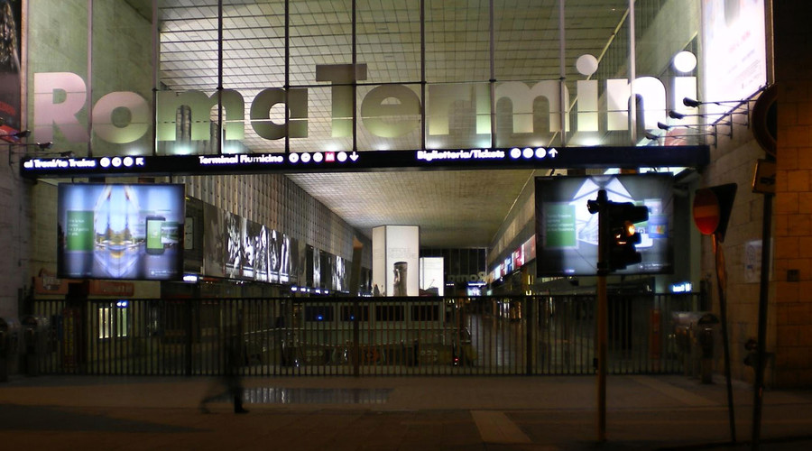 Man with 'toy' rifle prompts evacuation at Rome's main station