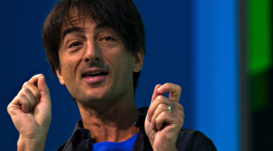 Microsoft big cheese Belfiore defends using iPhone as Twitter melts